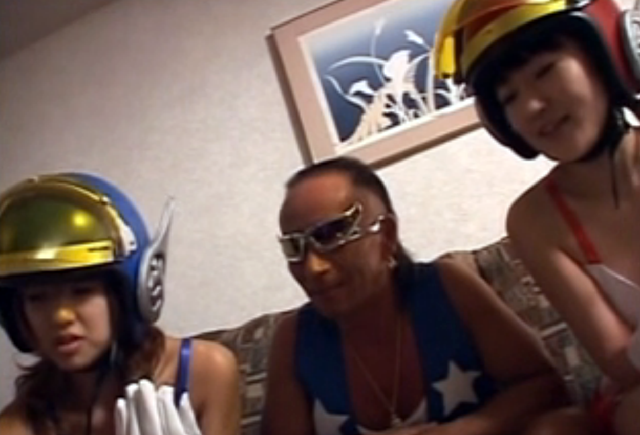 【無修正コスプレ3P】ミッキー柳井が二人の美女としゃちほこ・ヘリコプター