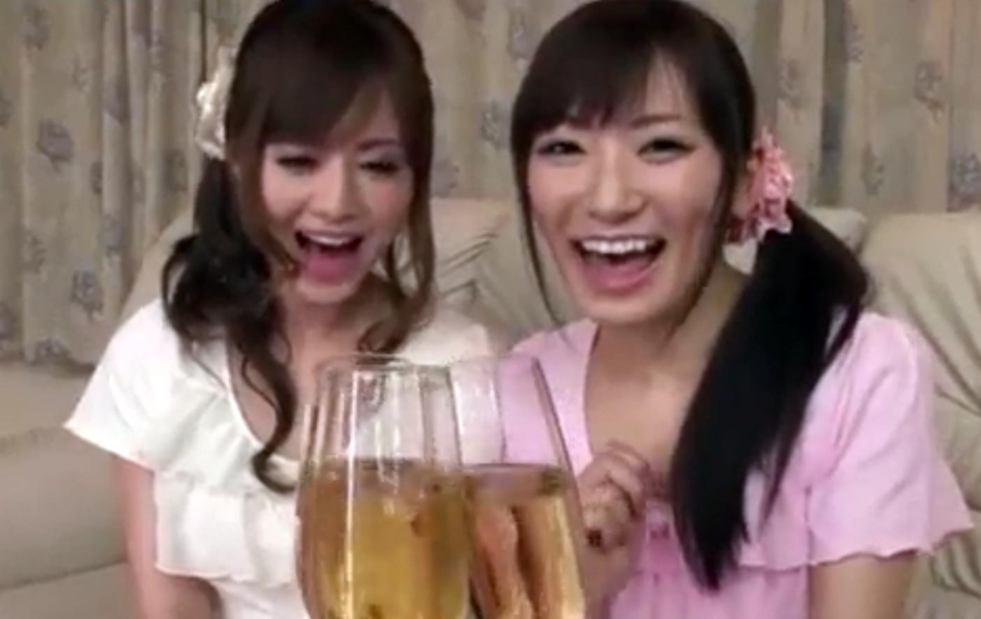 【美人姉妹とパジャマパーティ】エロ可愛い2人の自宅でエッチな「お・も・て・な・し」