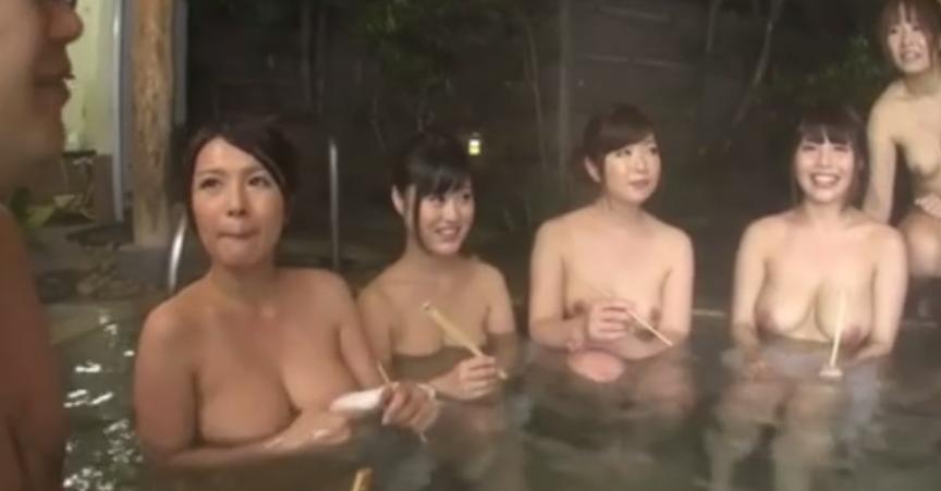 【ハーレム温泉】混浴風呂での王様ゲームで全裸の女性たちとエッチに触れ合う男