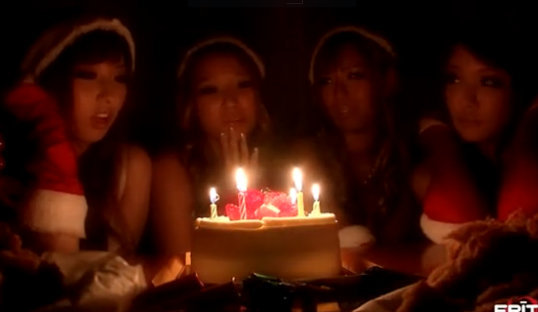 【性夜の乱交パーティ】美巨乳ギャルサンタ4人を順番にハメてたっぷり中出し